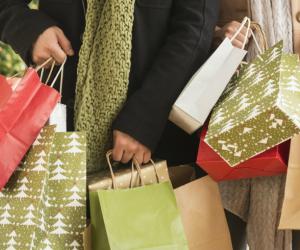 1475165054-christmas-shopping
